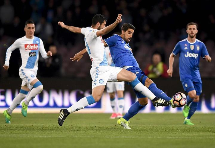 Albiol_3_Khedira_Napoli_Juventus_lapresse_2017