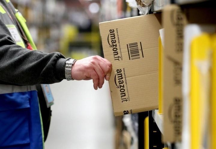 """022102be8e Amazon diventa """"corriere"""": via libera alla licenza di operatore postale in  Italia. La sfida a Poste Italiane e l'attenzione dell'Agcom: le ultime  notizie ..."""