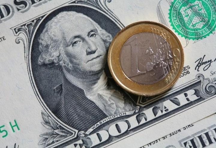 Dollaro_Euro_Lapresse