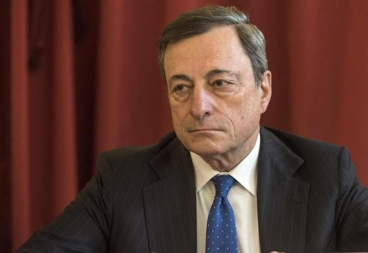 Draghi_rosso_Lapresse