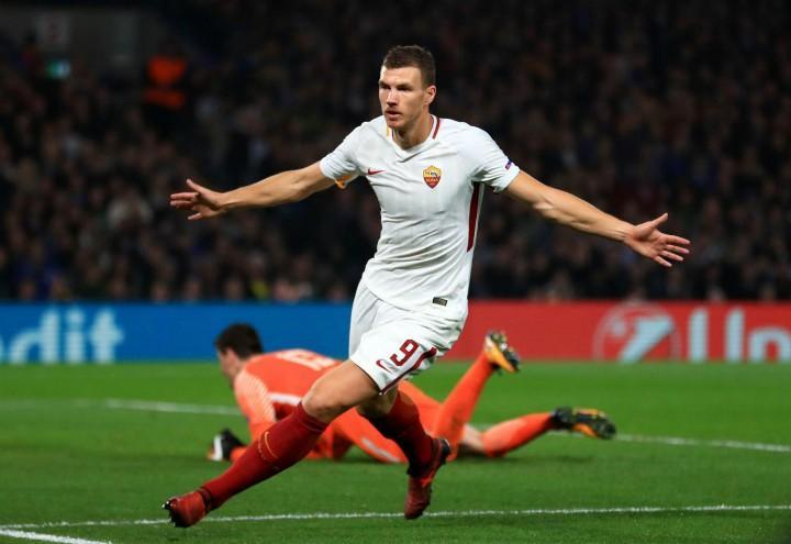 Dzeko_Courtois_Chelsea_Roma_lapresse_2017