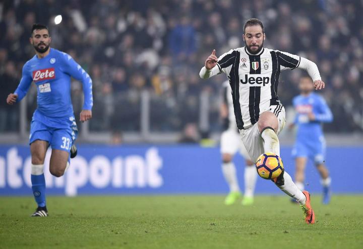 Higuain_Albiol_Juventus_Napoli_lapresse_2017