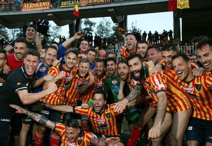 Lecce_promozione_gruppo_festa_lapresse_2018
