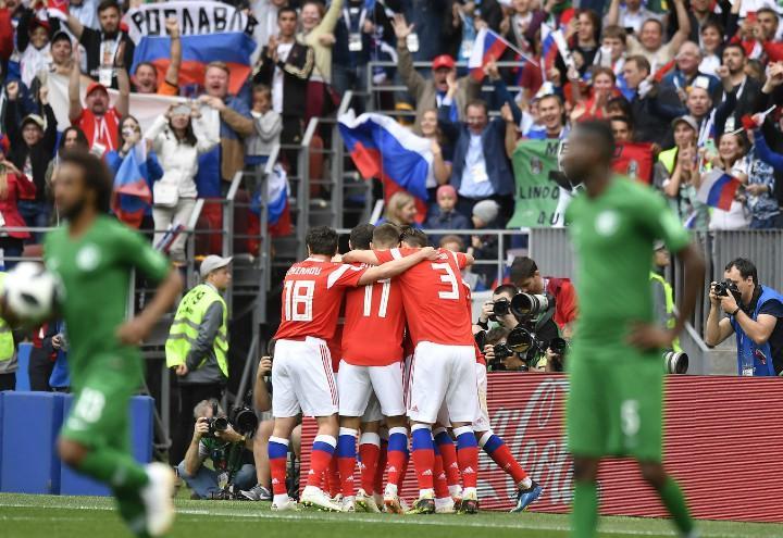 Russia_Arabia_gruppo_esultanza_Mondiali_lapresse_2018