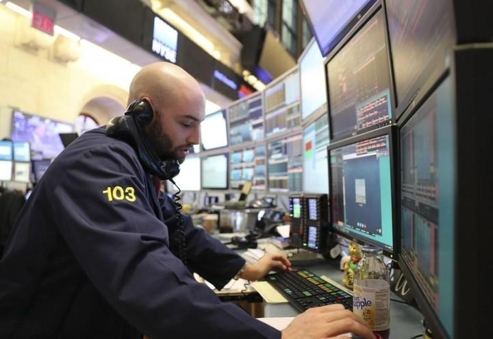 Trader_Borsa_Telefono_Lapresse