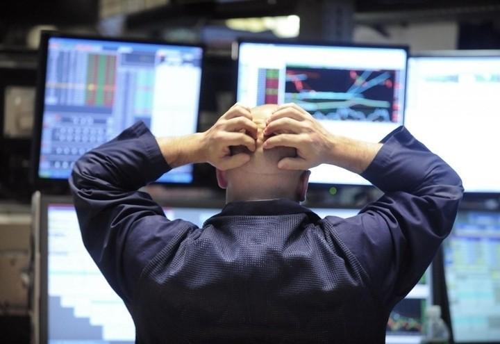 Trader_borsa_disperato_lapresse