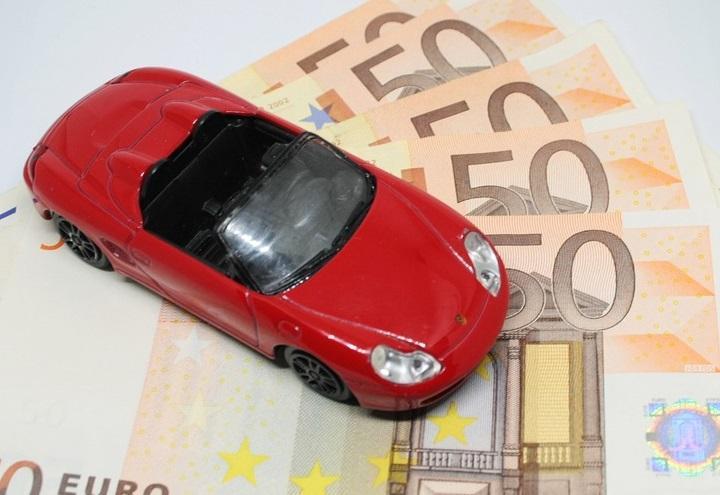 assicurazione_auto_pixabay
