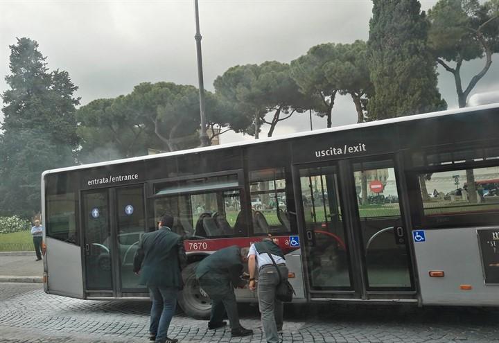 bus_atac_incendio_2018_twitter