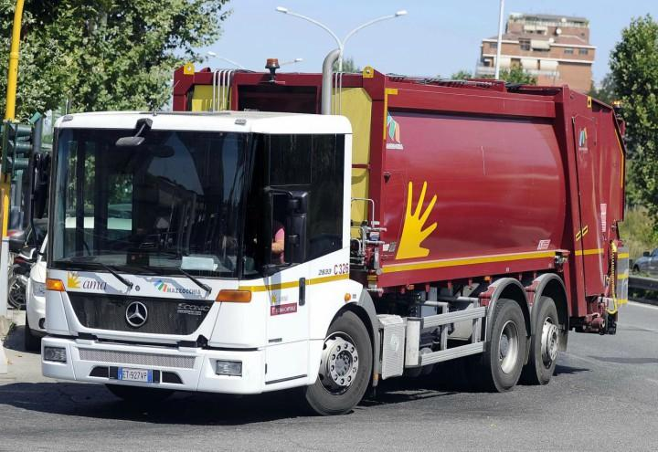 camion_ama_rifiuti_roma_capitale_compattatore_lapresse_2018