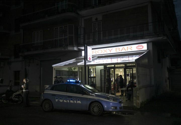 casamonica_bar_raid_roma_romanina_mafia_polizia_lapresse_2018