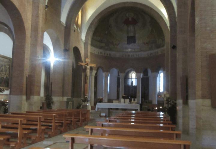 chiesa_sacrestia_prete_canonica_fede_messa_twitter_2017