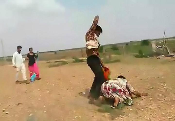 donna-indiana-picchiata