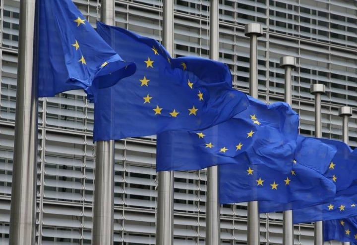 europa_ue_commissione_bandiere_lapresse_2015