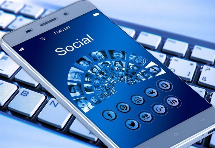 facebook_smartphone_pixabay