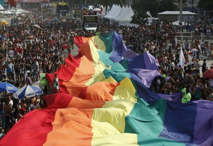 gay_pride_lgbt_bandiera_lapresse_2017