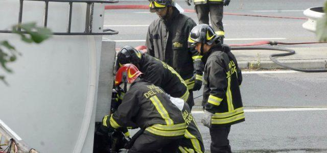 incidente_autostrada_tangenziale_autocisterna_vigili_fuoco_lapresse_2018