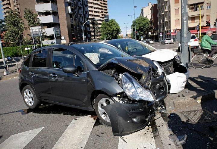 incidente_stradale_schianto_auto_lapresse_2017