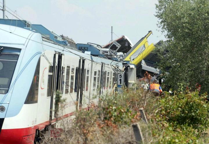 incidente_treni_puglia_scontro_ferrovie_lapresse_2017