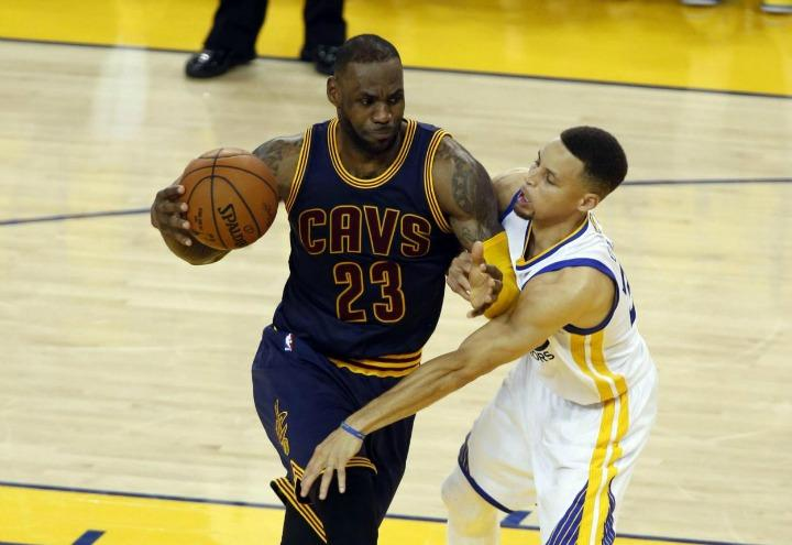 lebronjames_curry_cleveland_goldenstate_nba_lapresse_2017