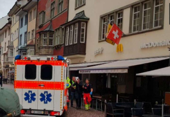 mcdonalds_attacco_terrorismo_svizzera_sciaffusa_ambulanza_twitter_2017