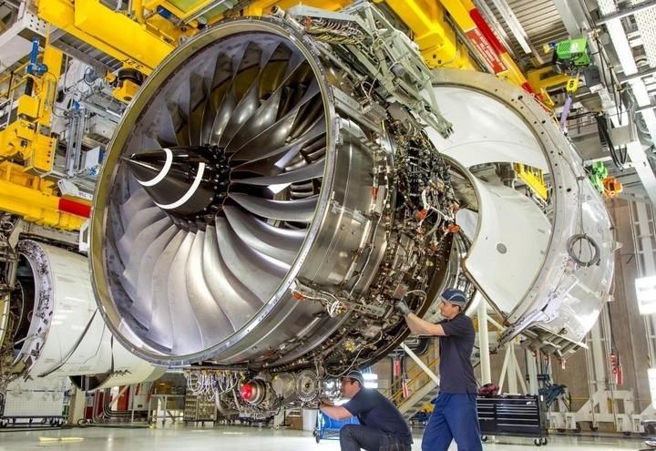 operai_turbina_industria_lapresse