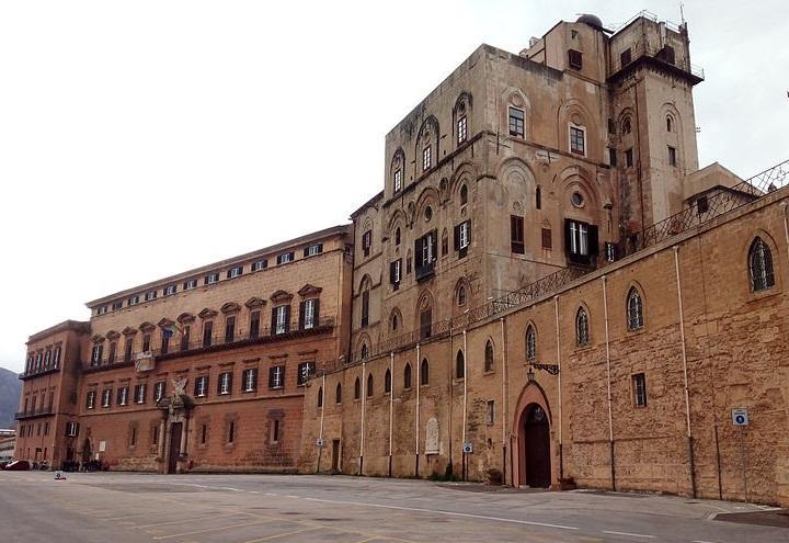 palazzo_dei_normanni_palermo_wikipedia