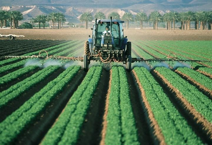 pesticidi_trattore_pixabay