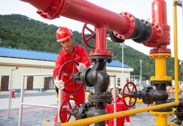 petrolio_shale_manopola_lapresse
