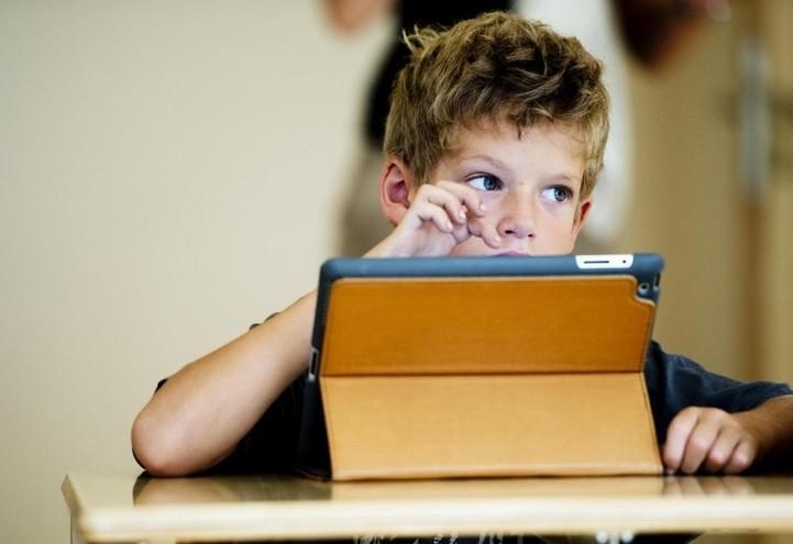 scuola_elementare_bambino_computer_lapresse_2016