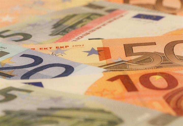 soldi_2_euro_banconote_pixabay