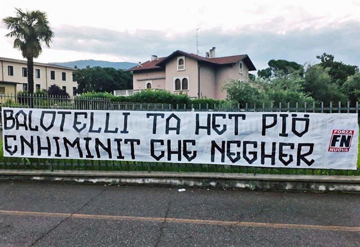 striscione_balotelli_forza_nuova