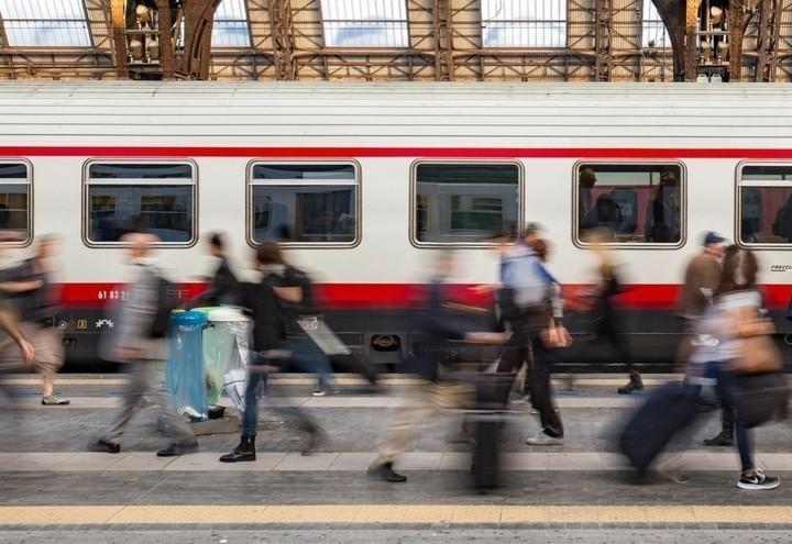 treno_stazione_passeggeri_pixabay