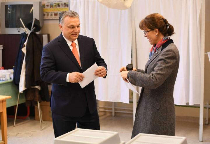 viktor_orban_elezioni_ungheria_moglie_lapresse_2018