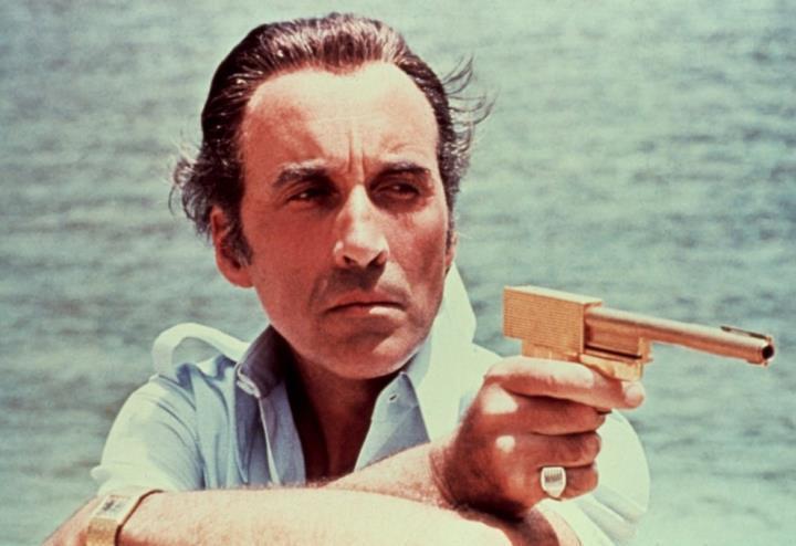 007_uomo_con_la_pistola_doro
