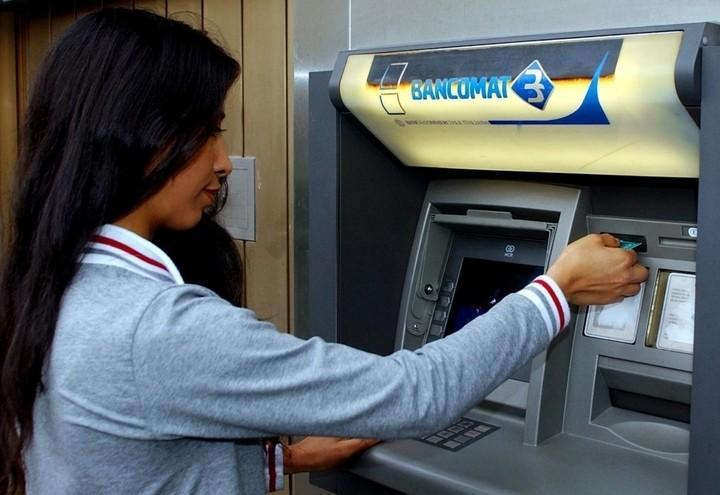 Bancomat (LaPresse)