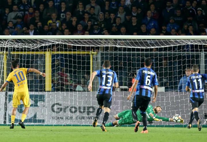 Berisha_Dybala_rigore_Atalanta_Juventus_lapresse_2017