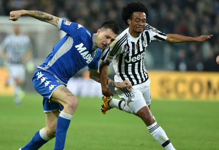 Cuadrado_Acerbi_Sassuolo_Juventus_lapresse_2017