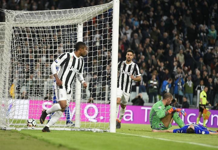 Douglas_Costa_Khedira_Juventus_Sampdoria_lapresse_2018