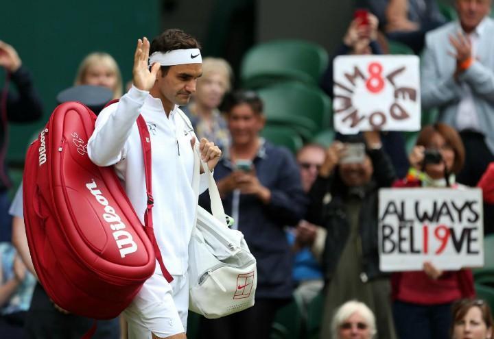 Federer_borsa_saluto_Wimbledon_lapresse_2017