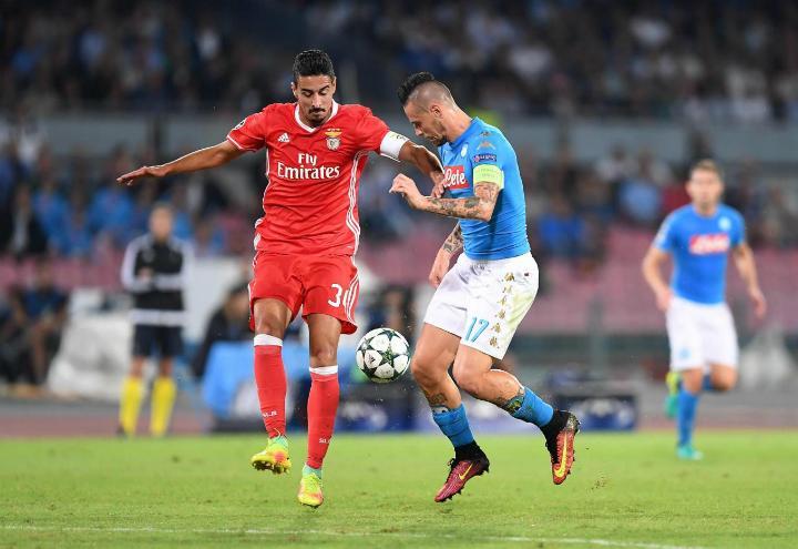 Grimaldo_Hamsik_Benfica_Napoli_lapresse_2017