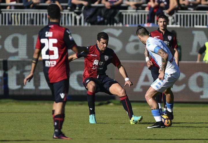 Hamsik_Padoin_Napoli_Cagliari_lapresse_2017
