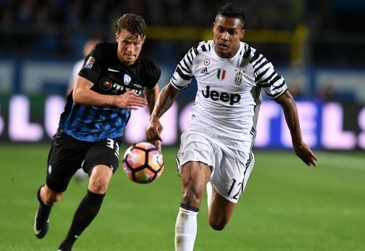 Hateboer_Alex_Sandro_Atalanta_Juventus_lapresse_2017