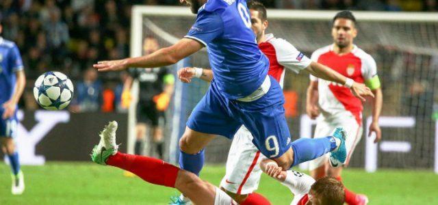 Higuain_Glik_contrasto_Juventus_Monaco_lapresse_2017