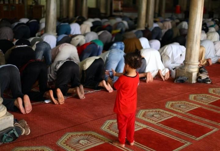 Islam_moschea_bambino_lapresse