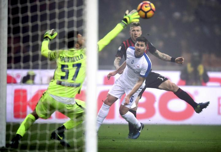 Kucka_Sportiello_Milan_Atalanta_lapresse_2017
