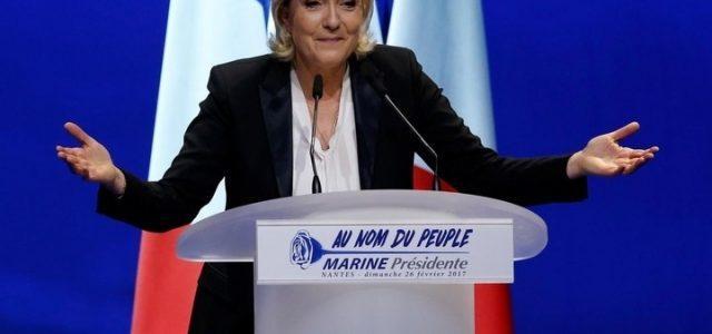 Le_Pen_Marine_Braccia_Lapresse
