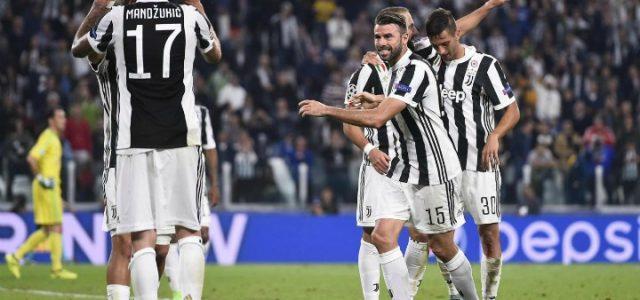 Mandzukic_Barzagli_Juventus_Olympiacos_lapresse_2017