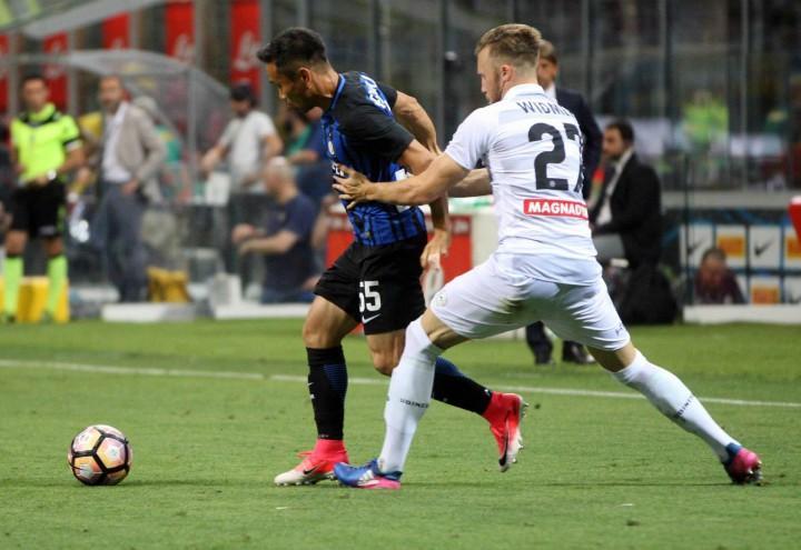 Nagatomo_Widmer_Inter_Udinese_lapresse_2017