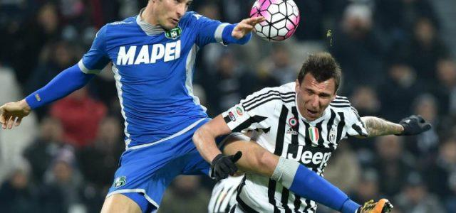 Peluso_Mandzukic_Sassuolo_Juventus_lapresse_2017