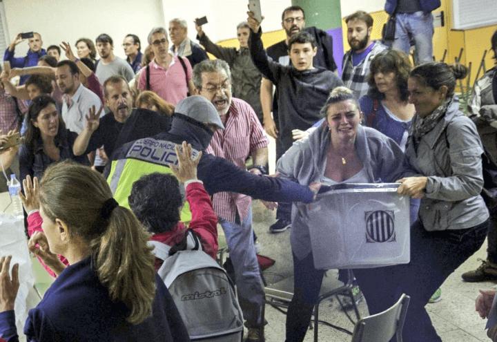 Referendum_spagna_barcellona_catalogna_urne_scontri_voto_indipendenza_twitter_2017